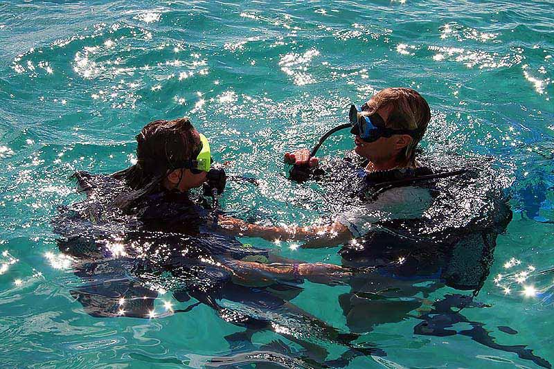 diver taking a rescue course